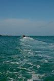 从推进器的波浪 库存图片