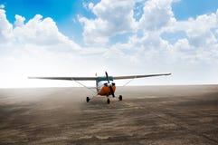 推进器飞机停车处在机场 免版税图库摄影