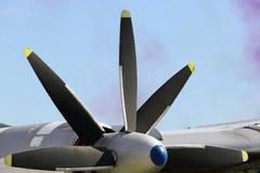 推进器马达飞机在一个晴天 免版税库存照片
