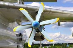 推进器马达飞机在一个晴天 库存图片