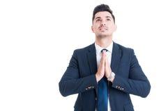 推销员银行家或经纪做祈祷与棕榈的姿态 免版税库存图片