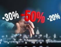 推销活动20% 30%和50%飞行在接口的- Shopp 库存照片