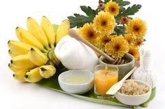 掩没与香蕉Kluai Khai泰国名字, Pisang Mas (芭蕉科(AAA小组),蜂蜜、蛋白和红糖的面部面具。 免版税图库摄影