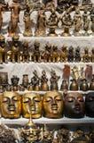 掩没雕塑由铜和古铜制成在市场上 库存图片