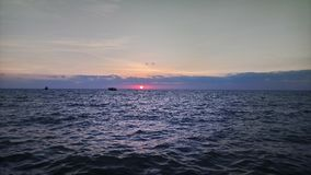 掩藏在云彩在日出期间在RAMESWARAM,印度后的太阳美丽的景色 库存图片