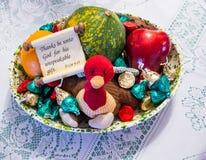 掩藏在假日快餐碗的一点被充塞的火鸡 库存照片