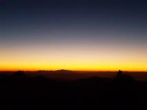 掩藏在黄昏的太阳 库存图片