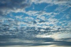 掩藏日落的多云天空 库存图片