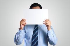 掩藏他的在白皮书后的商人面孔 库存照片