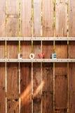 措辞在一个木门的爱在篱芭 库存图片