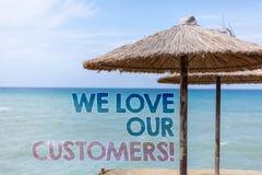 措辞我们爱我们的顾客电话的文字文本 客户的企业概念该当好服务满意尊敬蓝色海滩wa 库存图片