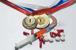 掺杂在体育概念 药物和奖牌在黑背景 图库摄影