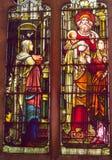 描述一个宗教场面的污点玻璃窗 免版税库存图片