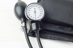 描述血压控制的血压计高分辨率图象 图库摄影
