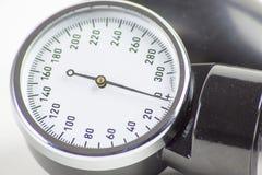 描述血压控制的血压计高分辨率图象 免版税库存图片
