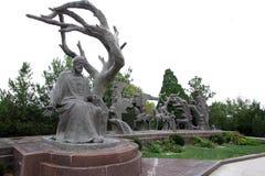 描述诗人的工作的英雄雕刻的小组尼扎米,作者Gorkhmaz Sujaddinov 库存照片
