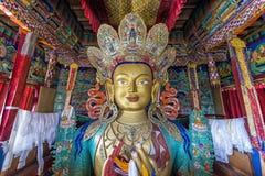 描述Maitreya在Thiksey修道院,拉达克的雕象 库存图片
