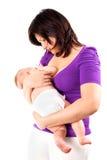 提供她小的母亲年轻人的婴孩乳房 库存图片