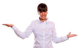 提供她的掌上型计算机的微笑的新女性 图库摄影