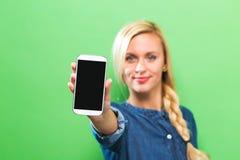 提供手机的少妇 库存照片