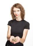 提供援助捆绑硬币的可爱的女孩 免版税库存照片