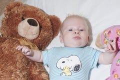 提供援助的婴孩  图库摄影