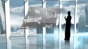 提出企业专业术语的女实业家剪影 股票录像