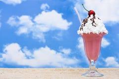 提取乳脂冰圣代冰淇淋 免版税库存图片