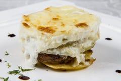 提取乳脂的土豆用乳酪 免版税图库摄影
