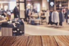 提取百货商店被弄脏的背景在商城的 免版税库存图片
