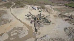 提取,洗涤物,河石渣的排序和分心 安大路西亚地球行业毁损开采的西班牙 获得石头技术  鸟` s眼睛视图 股票视频