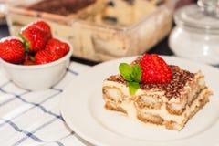 提拉米苏蛋糕,自创提拉米苏点心传统意大利烹调,选择聚焦 库存照片