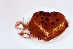 提拉米苏蛋糕,蛋糕提拉米苏用莓果 库存照片