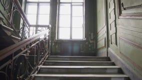 提高老城市房子楼梯 葡萄酒窗口和台阶 19?? StPetersburg 股票视频