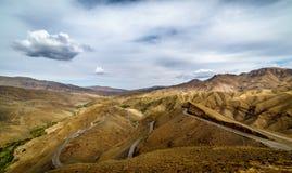 提齐乌祖省n Tichka在高地图集,摩洛哥的山口 库存图片