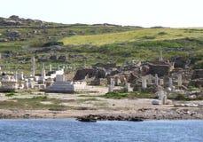 提洛岛考古学站点如被看见从轮渡,在提洛岛海岛上的联合国科教文组织世界遗产名录站点 图库摄影