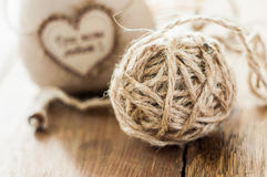 插入文本的猫软的织品手工制造心脏 免版税库存图片