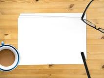 插入文本的空的白皮书文件 免版税库存图片