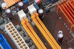插口在个人计算机计算机mainboard的电子组分 免版税库存照片