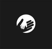 握一个孩子的手在一个成人传染媒介商标的手上 世界父亲节 关心,仁慈,家庭的标志 图库摄影