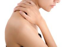 握她的脖子和按摩在痛苦区域的妇女手 免版税库存照片