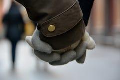 握手在冬天 库存图片