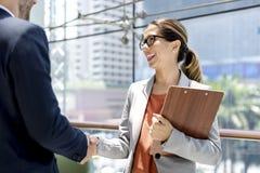 握手招呼的公司业务人概念 免版税库存照片