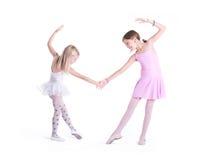 握手的两位逗人喜爱的芭蕾舞女演员 库存照片