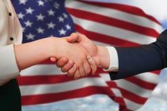 握手的公司伙伴的综合图象 免版税库存图片
