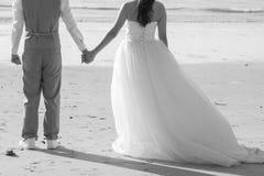 握手的可爱的夫妇 免版税库存图片