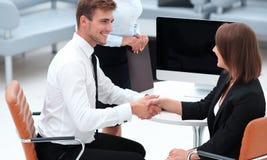 握手的商务伙伴在业务会议以后 免版税库存照片