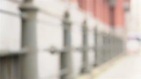 握手的夫妇在城市 股票录像