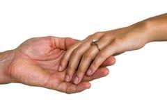 握手的夫妇特写镜头  免版税库存图片