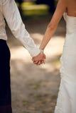 握手的夫妇 免版税库存图片